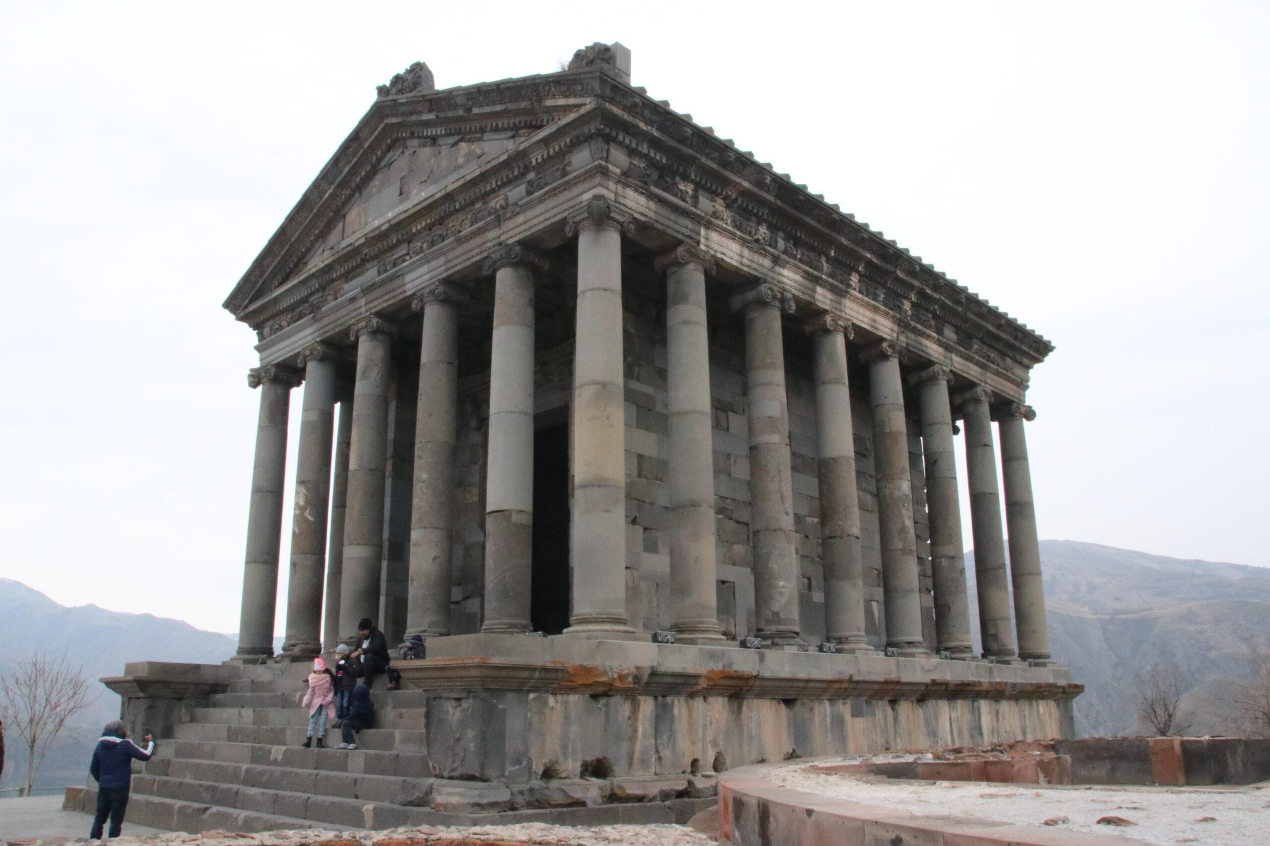 【アルメニアの絶景】首都エレバン近郊にあるガルニ神殿とストーンシンフォニー
